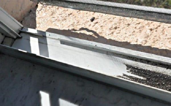 2 этап очистки ПВХ окна от грязи