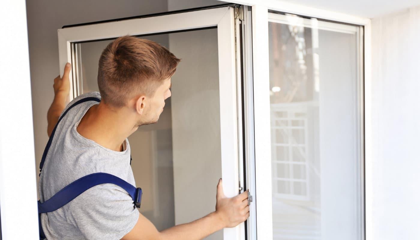 Обслуживание ПВХ окна сервисным мастером