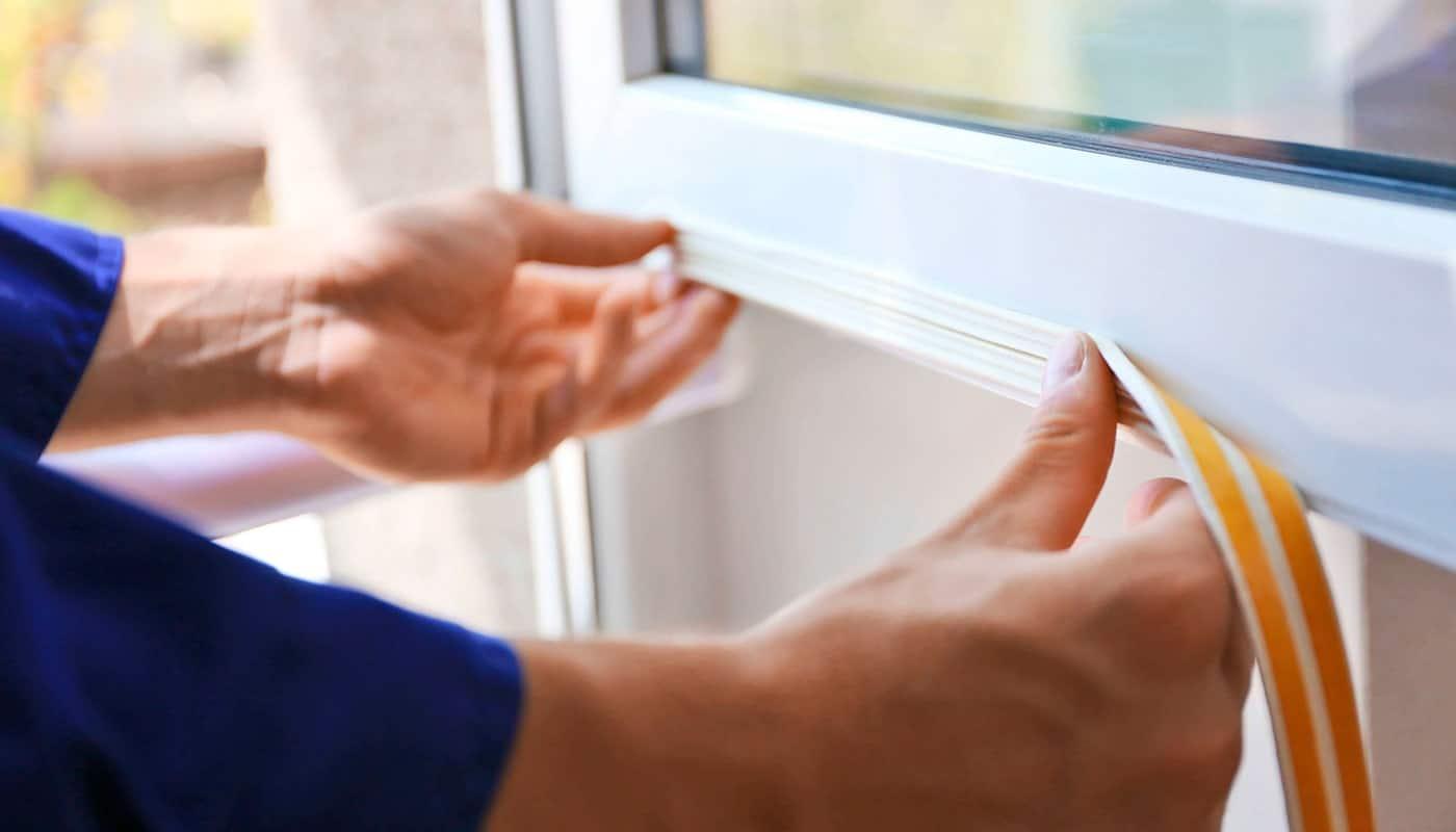 Замена уплотнителя пластикового ПВХ окна